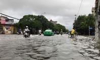 Nghệ An: Mưa lớn kéo dài, TP.Vinh chìm trong biển nước