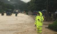 Công an cứu hộ 36 người bị lũ cuốn trôi