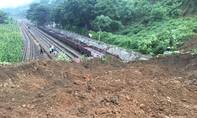 Mưa lũ khiến tuyến đường sắt Yên Viên – Lào Cai ùn tắc