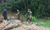 Lực lượng vũ trang tập trung nhân lực cứu đê sông Vinh