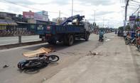Tránh xe ba gác đi ngược chiều, nam thanh niên bị xe tải cán chết