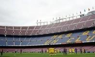 Bạo động bên ngoài, Camp Nou buồn thảm vì không khán giả