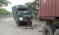 Người dân phá cửa cứu tài xế kẹt trong cabin biến dạng sau tai nạn