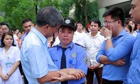 Hàng trăm y bác sĩ, bệnh nhân chia tay bác sĩ Nguyễn Anh Trí trong nước mắt