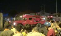 Hàng trăm công nhân sơ tán vì cháy kho xưởng