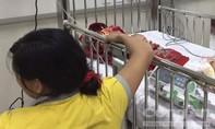 Uống nhầm dầu thắp đèn, cháu bé 14 tuổi nhập viện cấp cứu