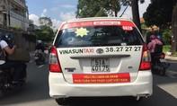 Bộ Công Thương xem xét hành vi dán decal phản đối của các hãng taxi