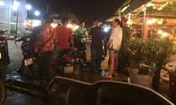 Bán hoa ở chợ, một nam thiếu niên bị đâm chết.