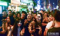 Video: Người dân Sài Gòn đón lễ hội Halloween tại phố Tây