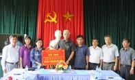 Thành ủy TP.Hồ Chí Minh trao 3 tỷ đồng giúp đỡ người dân sau bão