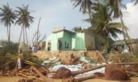 Xót xa trước cảnh người đàn ông mất nhà, liệt hai chân sau cơn bão số 12