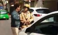 Vi phạm giao thông tài xế chửi bới dùng tay đánh vào mặt CSGT bị thương