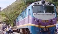 Sau 10 ngày phong tỏa, tuyến đường sắt Bắc – Nam đã được thông tàu