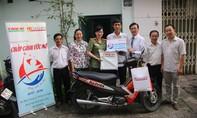 """Chương trình """"Chắp cánh ước mơ"""" (kỳ 8): Tặng xe máy cho gia đình chính sách quận Bình Thạnh"""