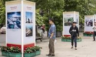 Triển lãm 100 bức ảnh về tinh thần Cách mạng Tháng Mười Nga