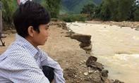 Gia đình 4 người chết, mất tích : 'Cháu ơi về đi! Cả nhà bị cuốn mất rồi'