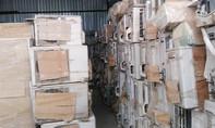 Kho hàng cấm nhập khẩu 'khủng' trong bãi giữ xe ở TP.HCM