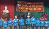 Tặng quà cho học sinh và người dân Yên Bái bị lũ quét