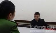 Bắt đối tượng nghi ăn cắp túi xách tại động Tam Thanh