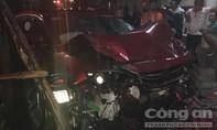 Ô tô gây tai nạn liên hoàn làm nữ sinh viên báo chí tử vong