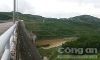 Lốc xoáy làm nhiều ngôi nhà tốc mái, thủy điện xả lũ