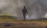 Clip nữ quân nhân Nga dũng cảm thử giáp 'kháng mìn' mới