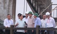 Chủ tịch nước Trần Đại Quang thăm hỏi người dân vùng ngập lũ