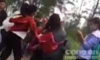 Ba nữ sinh hành hung dã man bạn học cùng lớp