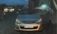 Khởi tố đối tượng đập vỡ kính xe ô tô vì suýt va chạm