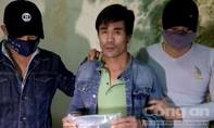 Bắt 2 đối tượng vận chuyển hơn 2.300 viên ma túy từ Lào về Việt Nam