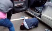 Một thanh niên bị lôi từ ô tô xuống đánh hội đồng tử vong