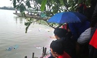 Bé gái 4 tuổi nghi rơi xuống sông mất tích
