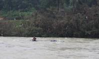 Đứt cáp cầu treo, một học sinh rơi xuống sông mất tích