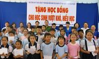 Nâng bước đến trường cho học sinh nghèo vượt khó