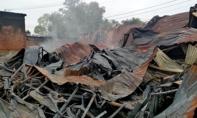 TP.HCM: Hơn 1.000m2 xưởng nệm mút bị lửa thiêu rụi