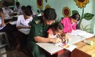 Những người lính mang con chữ đến với trẻ em nghèo