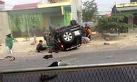 Ô tô lộn nhiều vòng, 2 người chết, 2 người nguy kịch