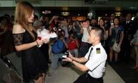 Giả vờ bị bắt vì buôn ma túy để cầu hôn bạn gái dịp Giáng sinh