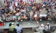 Tránh bão Tembin: TP.HCM sơ tán bệnh nhân nằm hành lang vào nơi an toàn