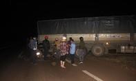 Tai nạn liên hoàn từ xe tải đang lùi, 4 người thương vong
