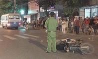 Tông xe ngã ra đường, người phụ nữ bị xe buýt cán tử vong
