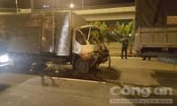 TP.HCM: Hai xe tải 'dồn toa' lúc dừng chờ đèn đỏ, 1 người bị thương