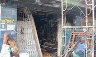 Chồng bất lực cứu vợ và con kẹt trong đám cháy ở TP.HCM