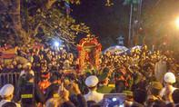 Người dân dâng hương lễ khai ấn đền Trần