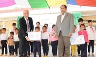 Tập đoàn TH trao tặng sữa học đường cho 9.600 em học sinh nghèo