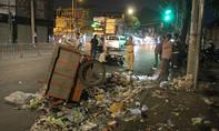 Xe máy tông xe rác, người đàn ông ngoại quốc nhập viện
