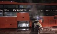 Xe giường nằm bốc cháy hành khách hoảng loạn