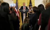 Trump dùng buổi họp báo đầu tiên để 'khẩu chiến' với truyền thông