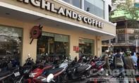 Phạt một quán cà phê 5 triệu đồng vì để xe máy lấn chiếm vỉa hè