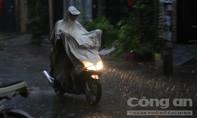 Mưa lớn trái mùa đổ xuống Sài Gòn chiều mùng 6 Tết